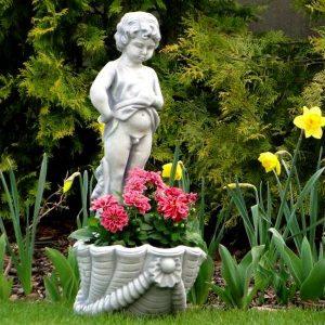 Különleges virágtartó fiú