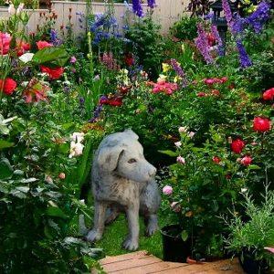 Kutyus kőből kerti dekor