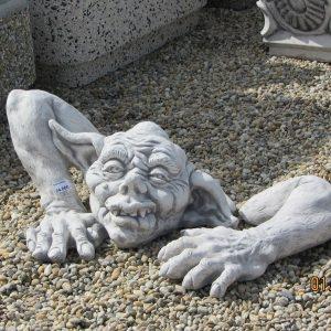 Troll szörny figura kerti dísz