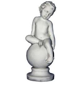 Gömbös kisgyerek szobor