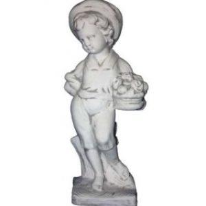 Kalapos fiú kosárral szobor