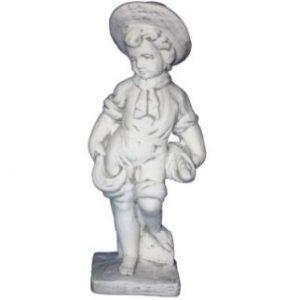 Kalapos fiú sállal szobor