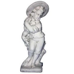 Kalapos fiú szobor