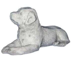 Fekvő kutya szobor